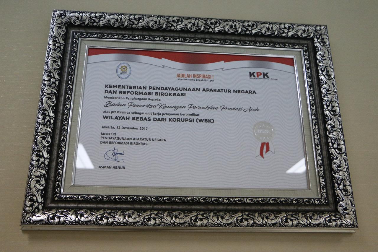 Piagam Penghargaan sebagai Unit Kerja Pelayanan Berpredikat Wilayah Bebas dari Korupsi (WBK).